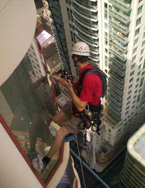window_cleaning_window_cleaning_on_a_high_rise_strata_building_in_sydney_cbd